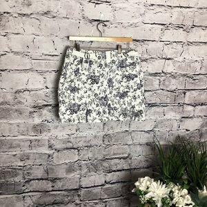 Gloria Vanderbilt Shorts - Gloria Vanderbilt Denim Print Skort. Size 12
